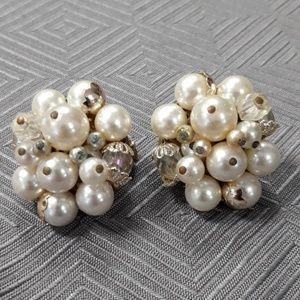 Vintage faux pearl cluster earrings clip ons